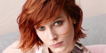 Haarschnitt und Farbe